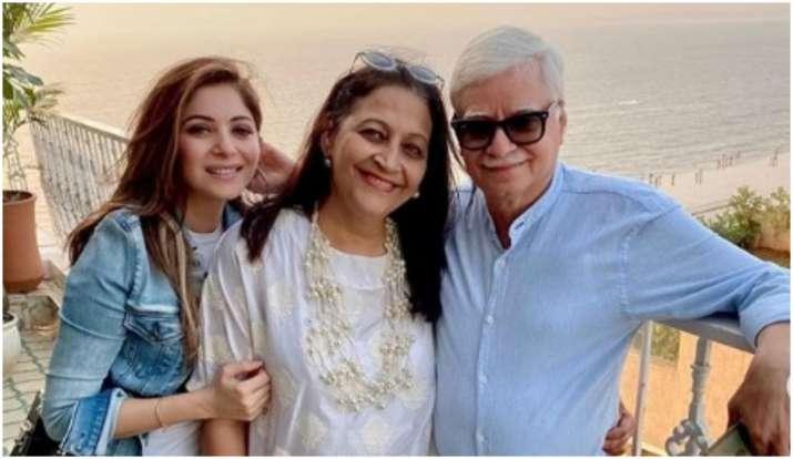 Kanika Kapoor Singer, Age, Biography, Songs, Career, Family