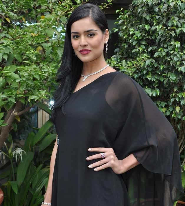 Nathalia Kaur Model