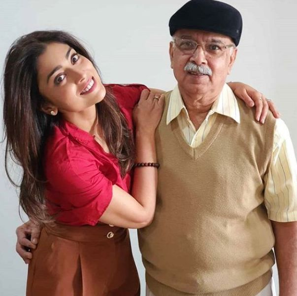 Shriya Saran Father