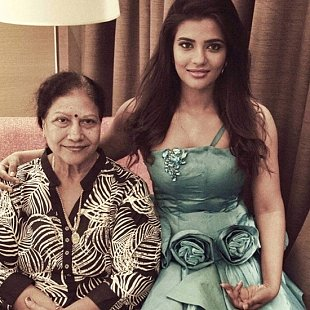 aishwarya rajesh mother