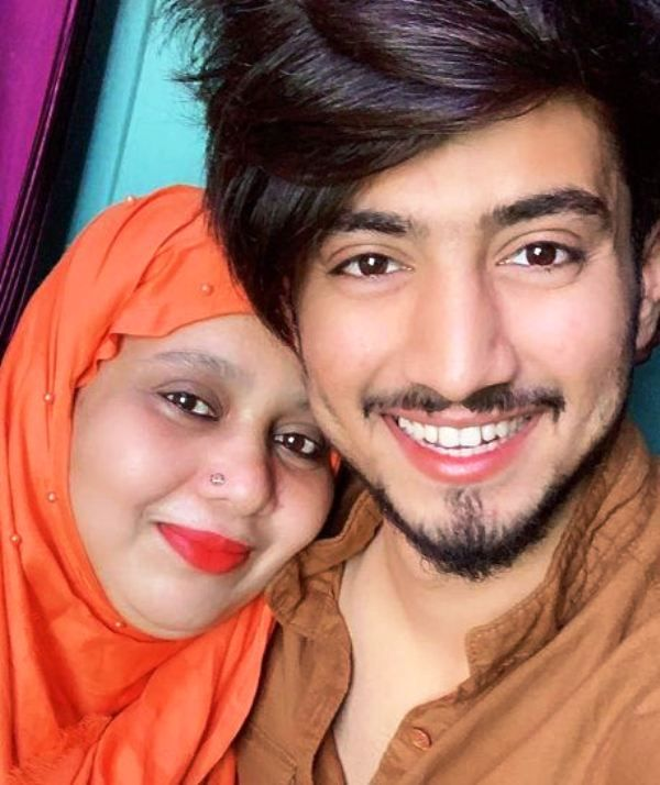 Faisal Shaikh With Her Mother