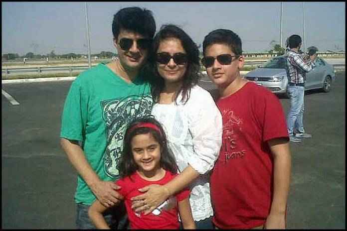 Aashish Kaul With Her Family