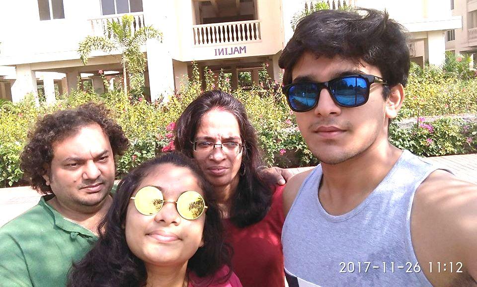 Pravisht Mishra With Her Family