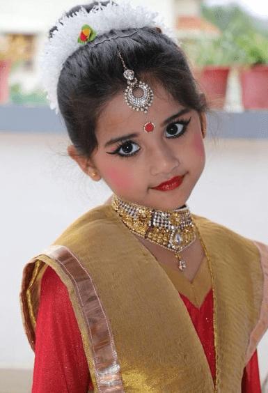 aura bhatnagar age