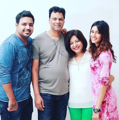 erica fernandes with her famioy