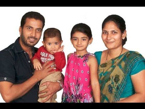 Jithan Ramesh With Her Wife and Childrens