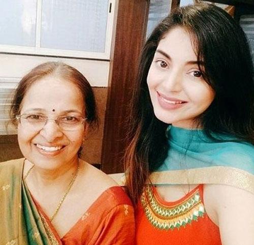 Sanam Shetty mother