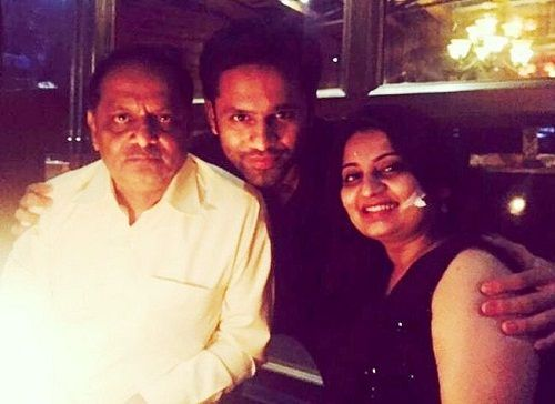 rahul vaidya family with her mother and father