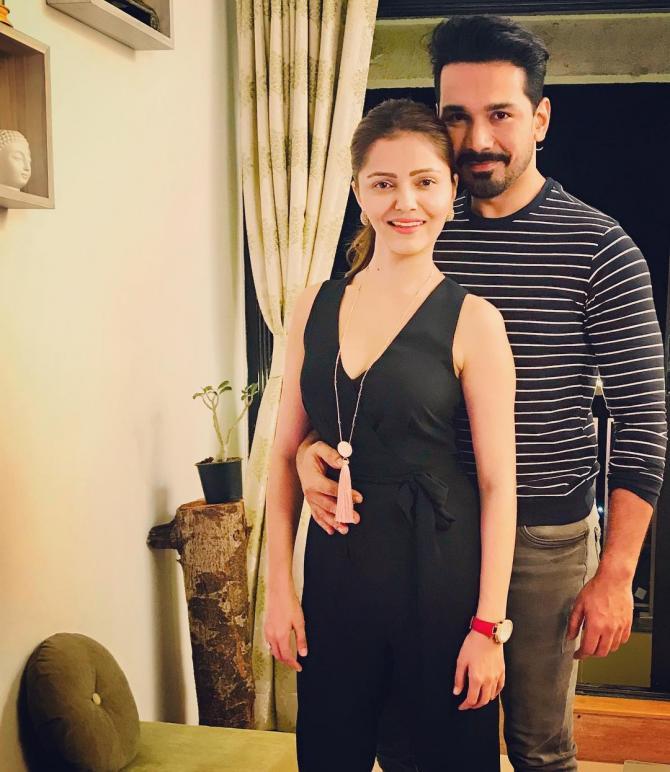 abhinav shukla with her wife