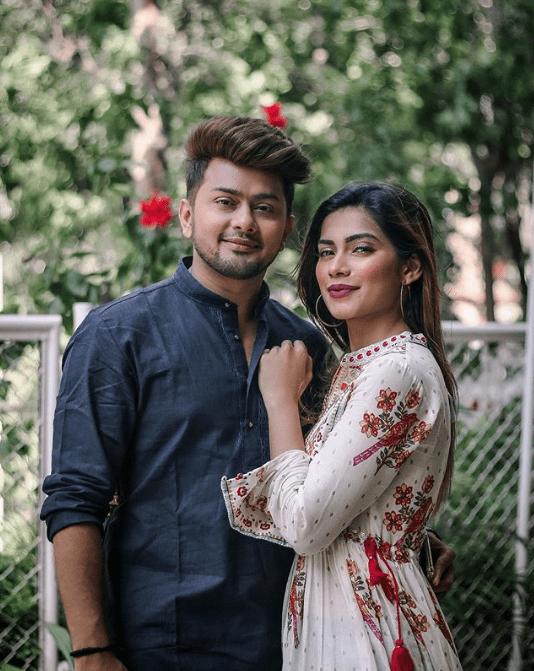 nagma mirajkar with her boyfriend