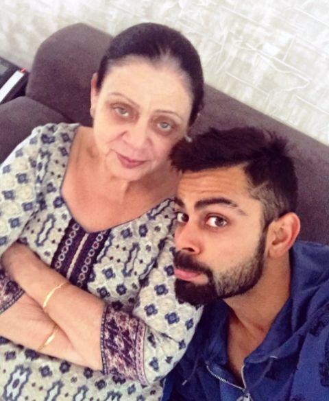 virat kohli with her mother