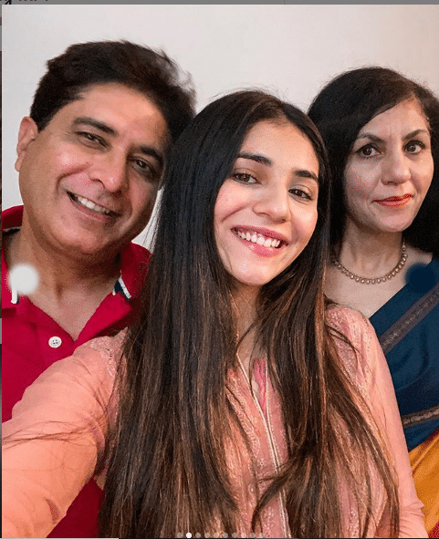 radhika seth with her mother and father