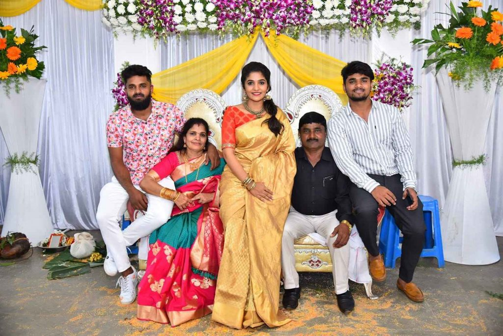 Divya Uruduga Family