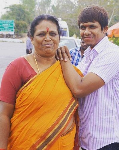 rajeev hanu with her mother
